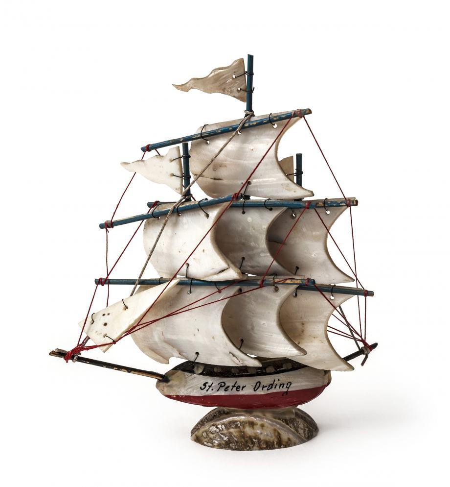 Souvenir Schiff aus Muscheln