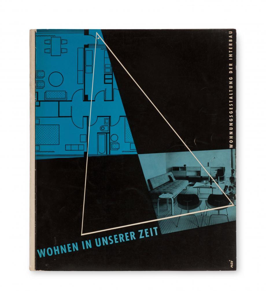"""Buchcover """"Wohnen in unserer Zeit"""", schwarzer Hintergrund mit einer Wohnungs-Skizze und einem Foto einer Wohnung in Blau"""