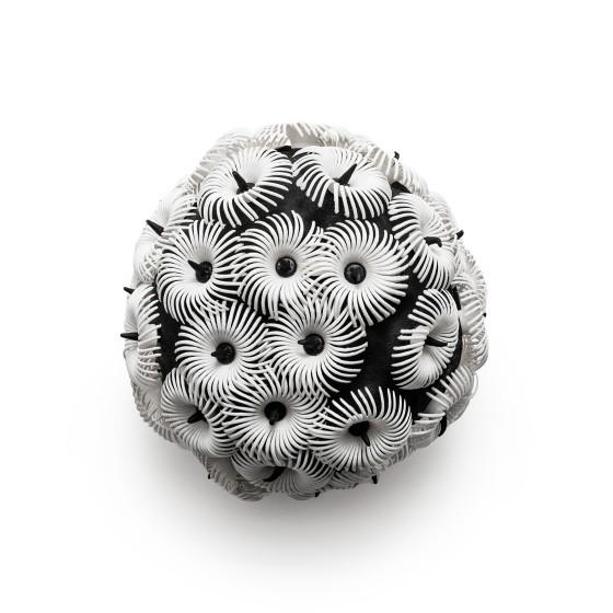 Sammlungsobjekt Badekappe, schwarz mit weißen Kreisen mit vielen kleinen Armen