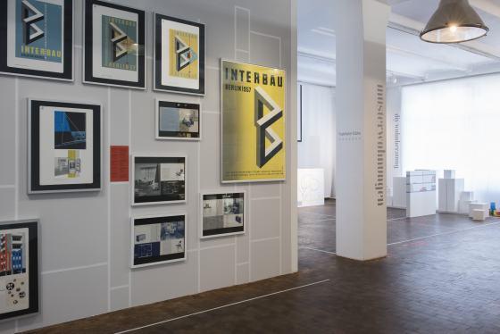 """Ausstellung gern modern? Station """"musterwohnungen"""" mit Blick in die """"diy wohnberatungsstelle"""", Foto: Katrin Greiling"""