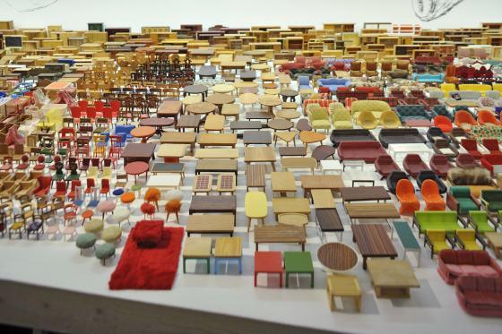 """Exponate der Sonderausstellung """"Mobilien"""" im Werkbundarchiv - Museum der Dinge"""