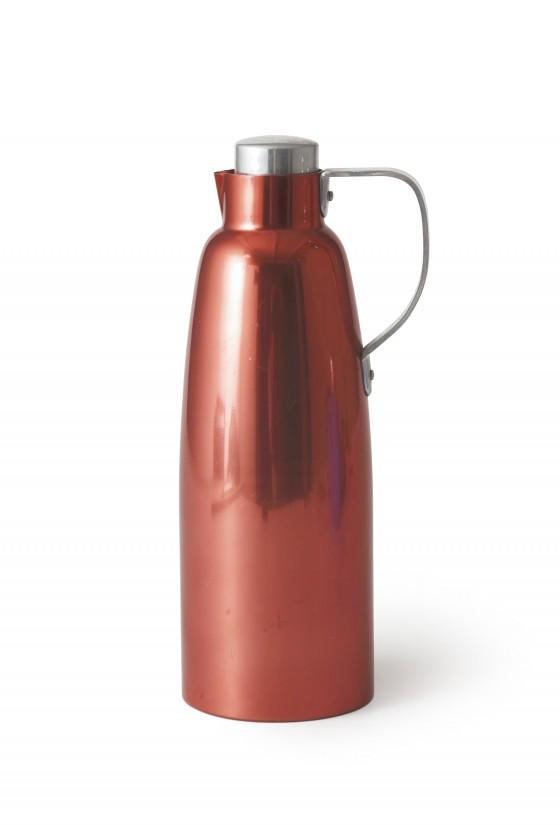 Sammlungsobjekt Isolierkanne ALFI, rotes Aluminium, Entwurf Margarete Jahny 1959, VEB Aluminiumwarenfabrik ALFI, Fischbach