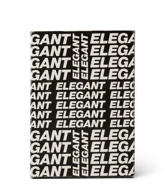 """Verpackung für Kugelschreiber, schwarze Fläche, gefüllt horizontal und diagonal immer wieder mit dem Wort """"elegant"""""""