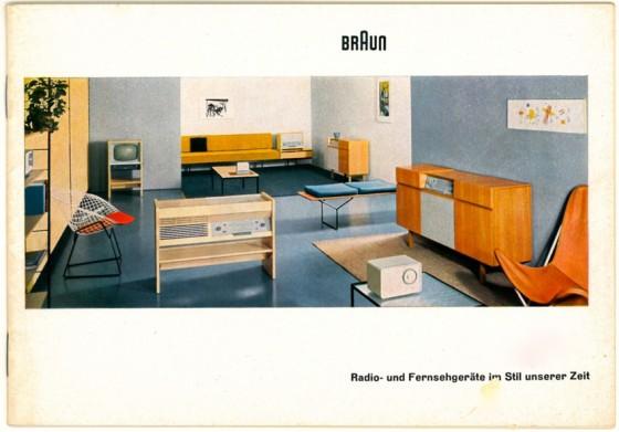 """Cover der Produkt-Broschüre """"Radio- und Fernsehgeräte im Stil unserer Zeit"""" von Braun, Farb-Foto eines eingerichteten Raums"""